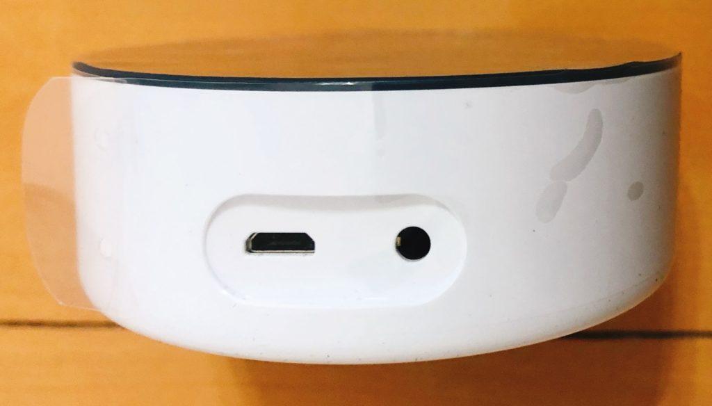Alexa 本体にある Micro USB を差し込みケーブルを指して本体を起動する
