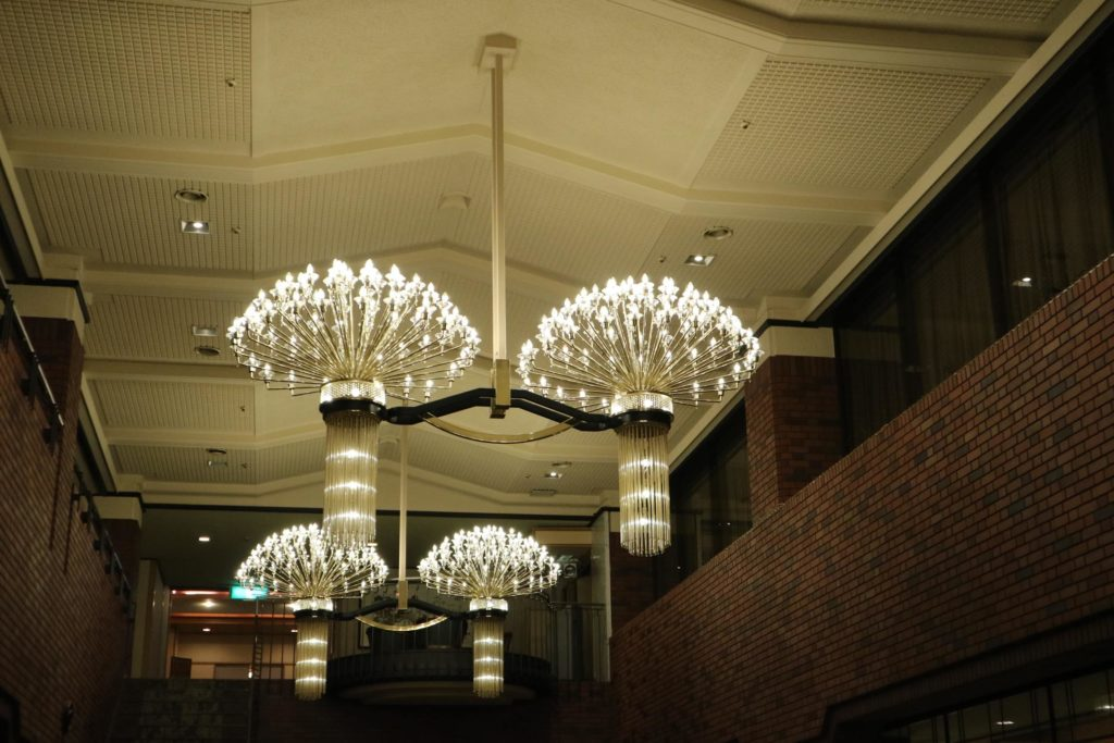 ロビーはとても綺麗で天井も高く風通しの良い空間でした。