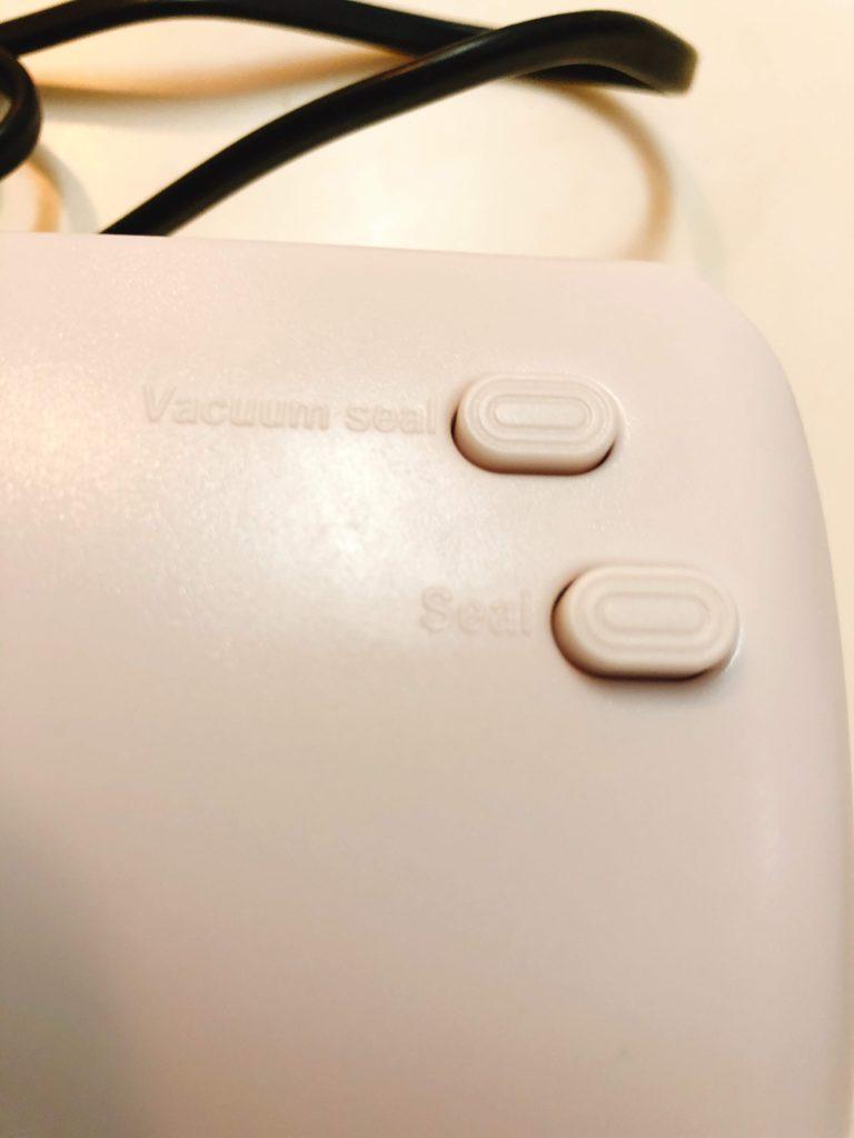 Seal は接着のみ、Vacuum Seal は空気を吸引して接着するボタンです。