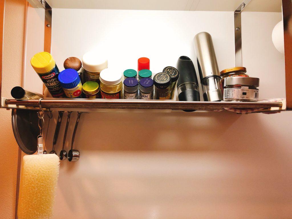 調味料を置くスペースは水切りのスペースを利用してこんな感じに使っていました。