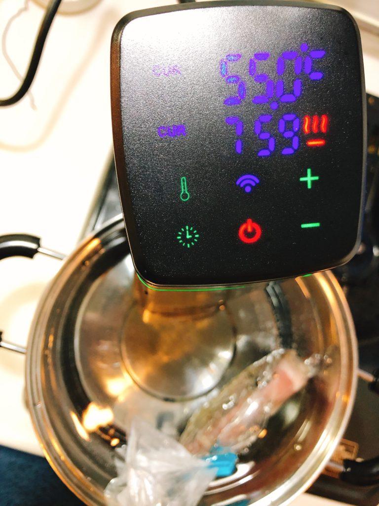 55度で8時間の低温調理を行う