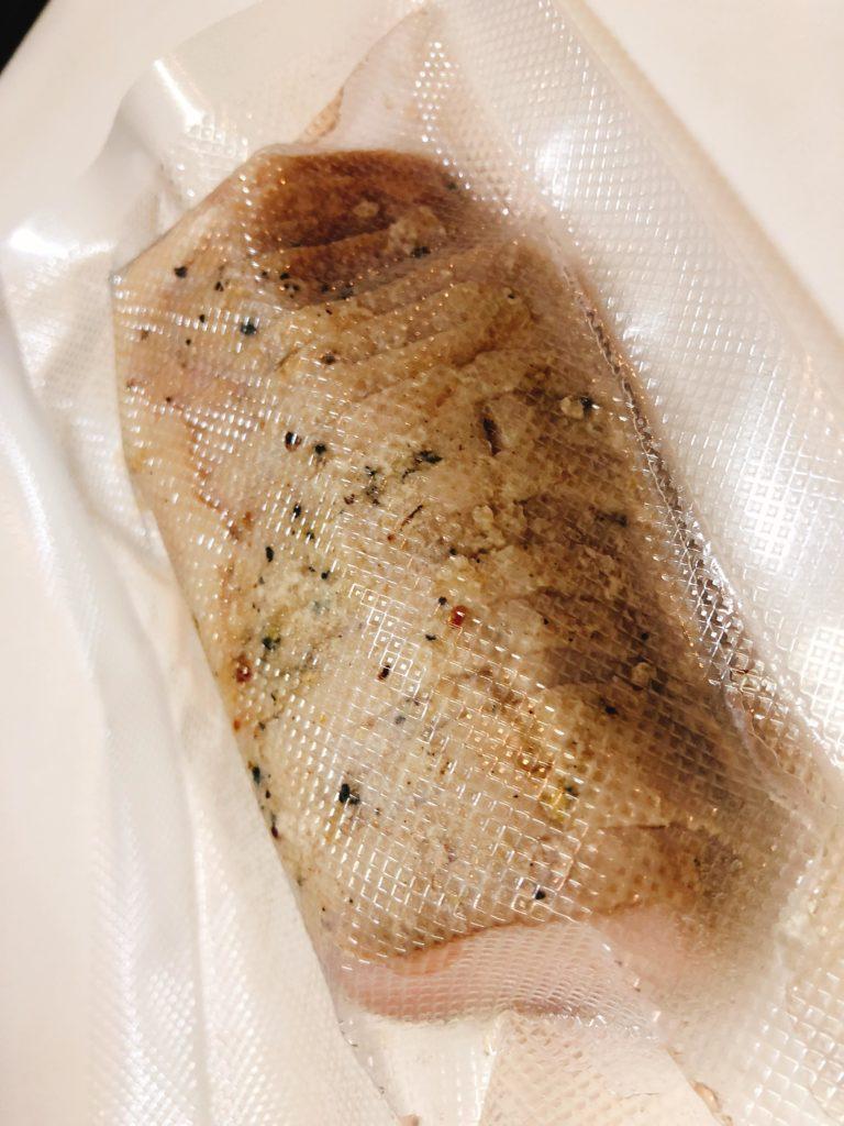 小分けにして真空パックして冷凍すると、必要なときにおつまみやお弁当にも使えたりします。