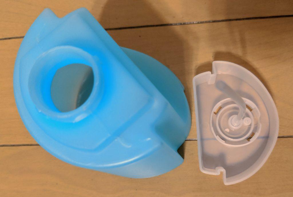タンクのキャップを外すと洗剤を補充できます。
