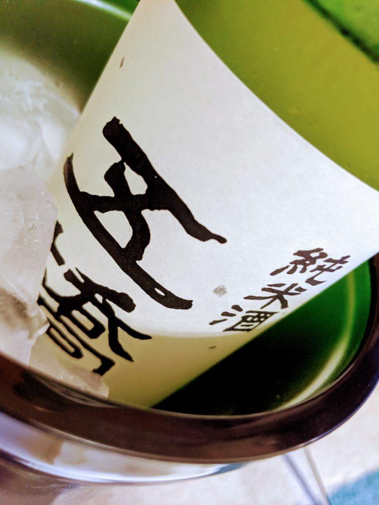 氷を入れるだけでは無く、日本酒やワインの瓶と氷を入れて使用することができます。