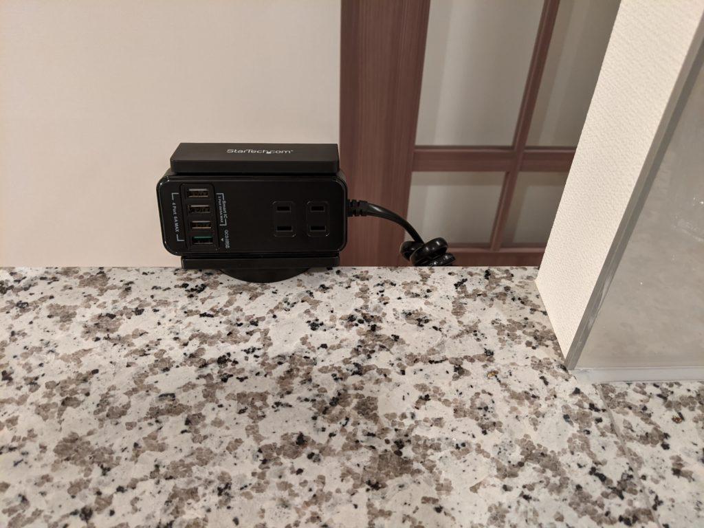 ケーブルの取り外しの際もタップ側が移動してしまうことがないため、片手で電源ケーブルの抜き差しができ、ストレスが軽減されました。