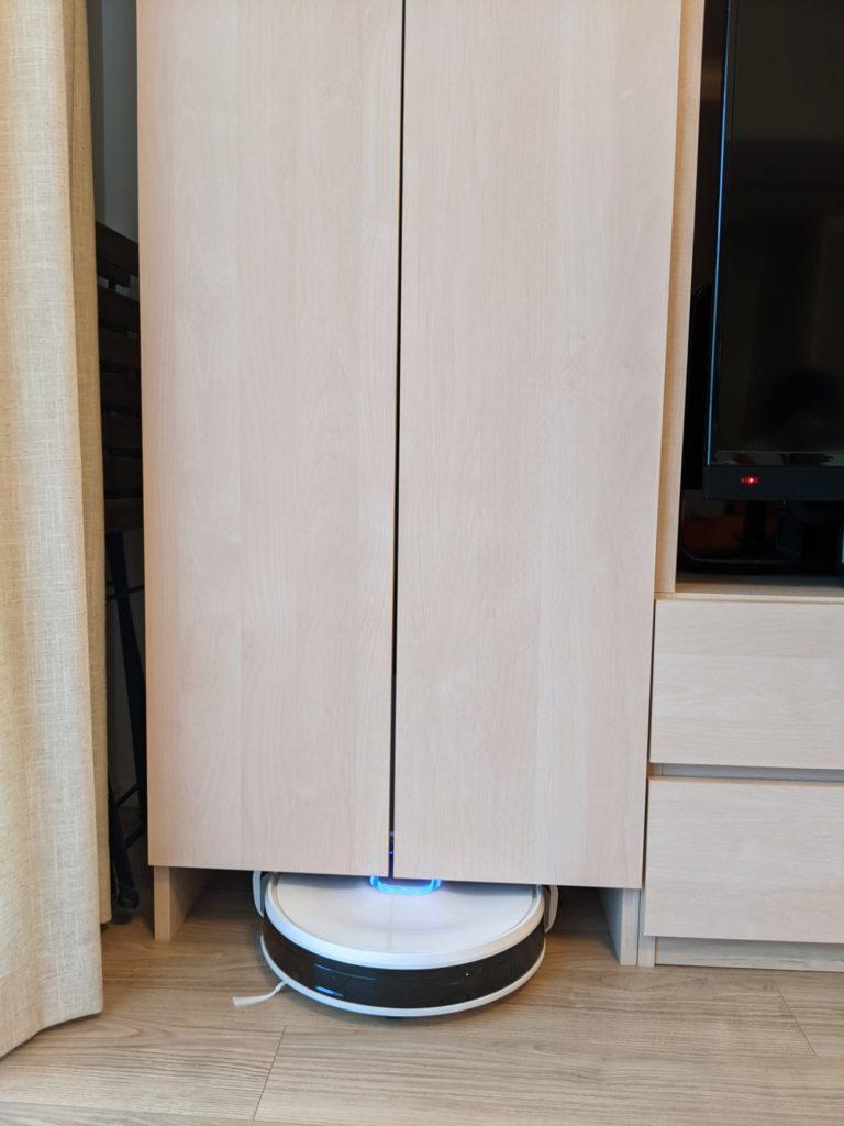 扉を閉めると、充電スタンドも見えなくなりつつも、ロボット掃除機の出入りができるため気に入っています。